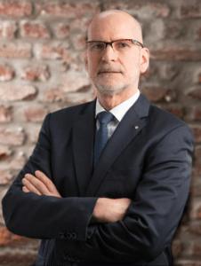 Dr Richard Nouvertné